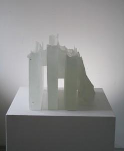Proces deformace 1, 40x40x30 cm, tavená plastika (528x640)